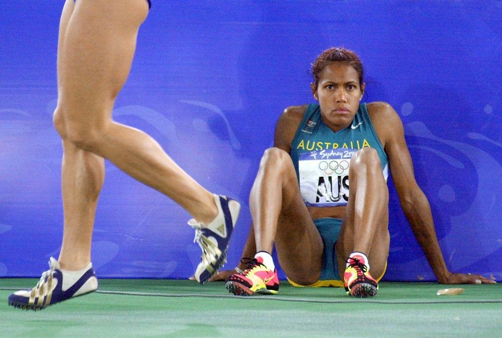 L'athlète Cathy Freeman après une course difficile lors des Jeux Olympiques de Sydney en 2000.