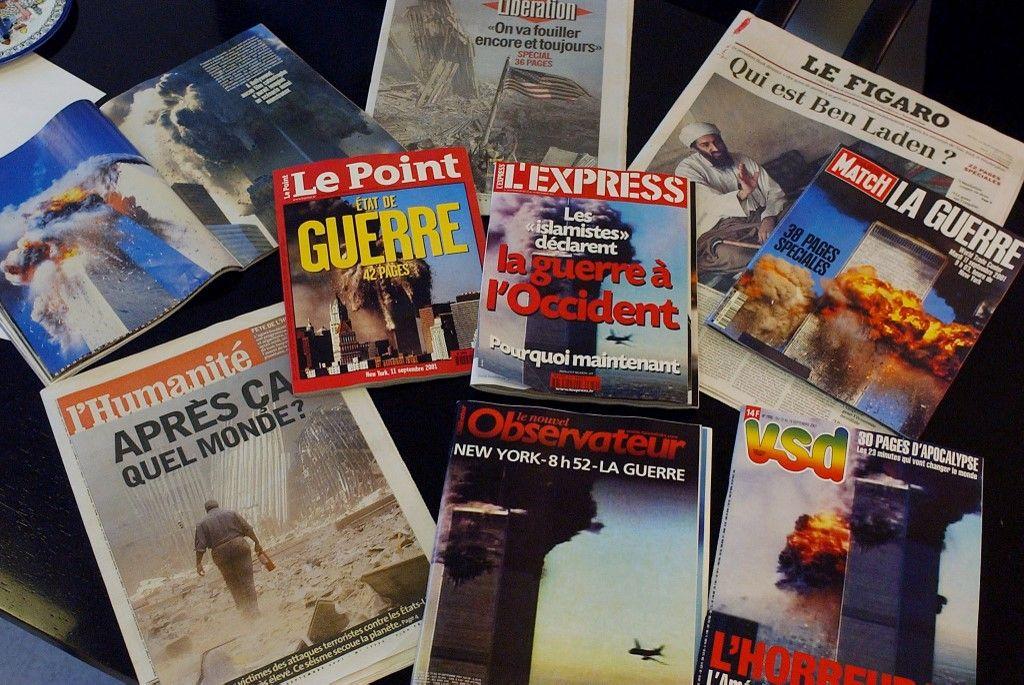 Une photo prise le 13 septembre 2001, à Paris, des unes de différents quotidiens et magazines, deux jours après les attentats du 11 septembre.
