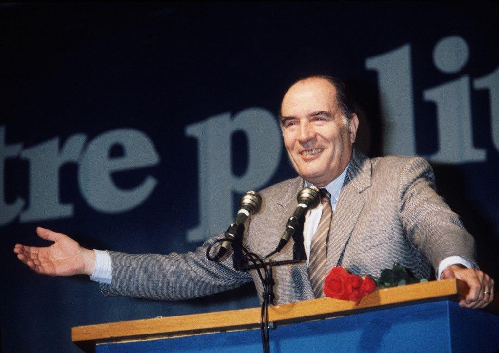 François Mitterrand, candidat de la gauche à l'élection présidentielle, s'exprime à la tribune, le 06 avril 1981, dans le cadre de la campagne pour l'élection présidentielle