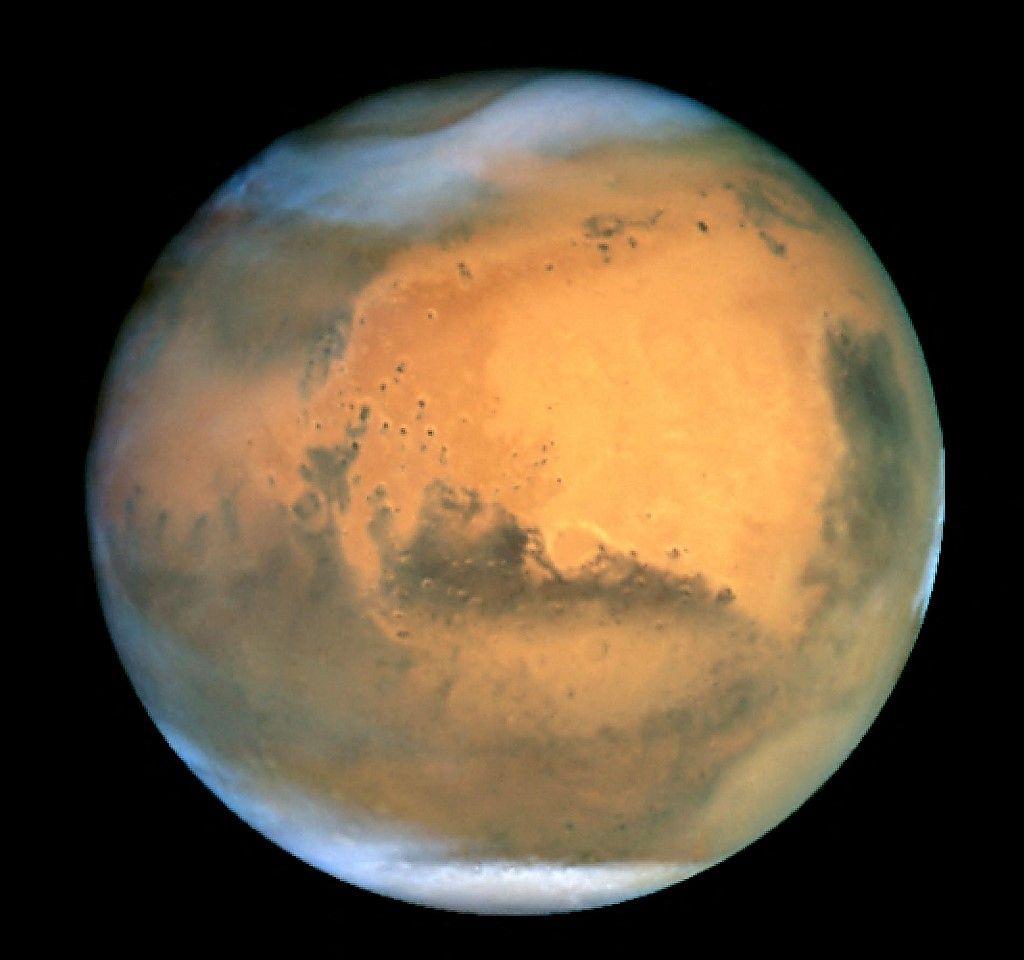 Une image de Mars publiée par la NASA en juillet 2001, capturée par le télescope spatial Hubble en orbite autour de la Terre.