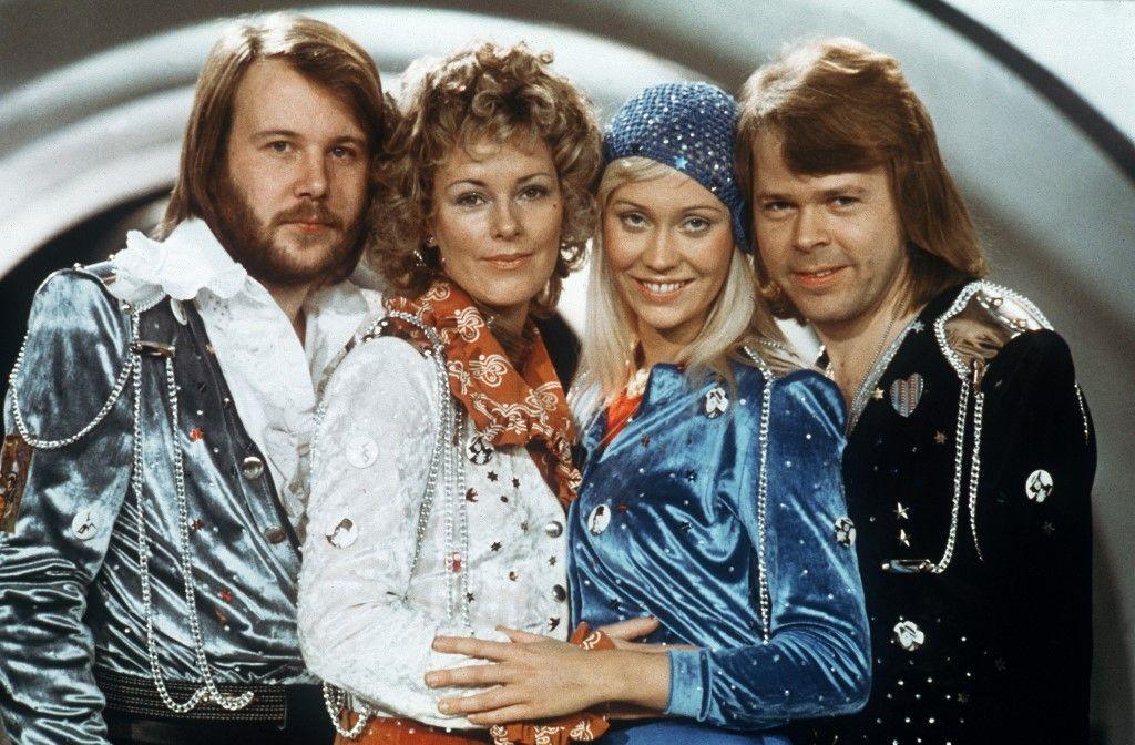 Les membres du groupe pop suédois Abba, Bjorn Ulvaeus, Agnetha Faltskog, Anni-frid Lyngstad et Benny Andersson, lors de l'Eurovision, le 9 février 1974.