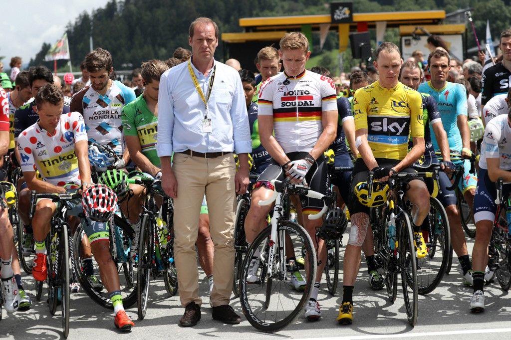 Rafal Majka, Christian Prudhomme, Andre Greipel et Christopher Froome observent une minute de silence à Megève , le 23 juillet 2016, lors du Tour de France.