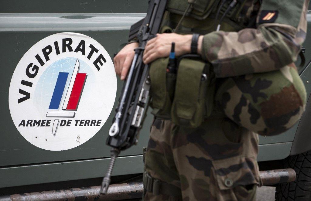 """Une photo prise le 25 juillet 2016 au centre de commandement du plan français antiterroriste """"Vigipirate"""", baptisé """"Opération Sentinelle"""", au fort de Vincennes."""