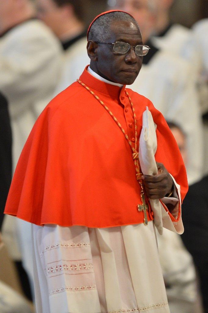 """Cardinal Robert Sarah : """"Si les dirigeants de l'Occident se résignent à la tiédeur et oublient ses racines chrétiennes, ils le conduisent droit à sa perte"""""""