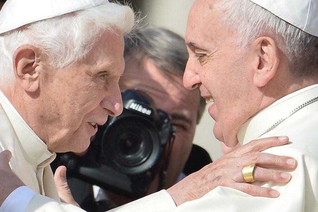 """Vatican : le pape émérite Benoît XVI explique qu'on souhaite le """"faire taire"""""""