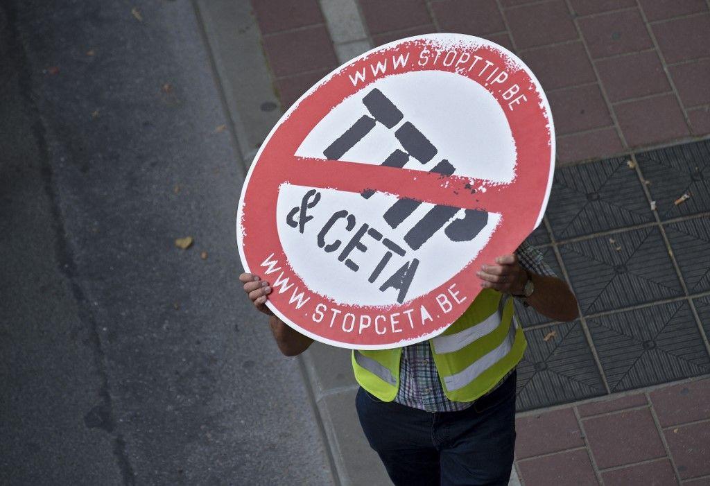 Des manifestants contre les traités CETA et TTIP, en 2016.