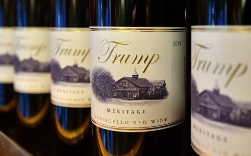 Donald Trump menace encore de taxer davantage le vin français