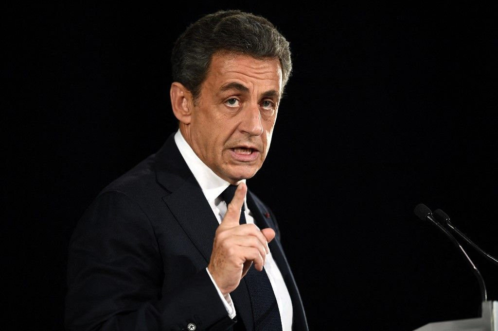 Nicolas Sarkozy prononce un discours durant une réunion publique à Nîmes, le 18 novembre 2016.