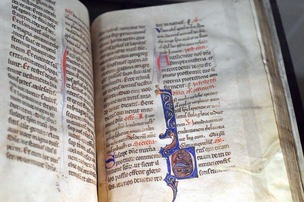 Un manuscrit médiéval ayant appartenu aux frères de l'ordre dominicain est exposé à la Bibliothèque d'étude et du patrimoine de Toulouse le 3 décembre 2016.
