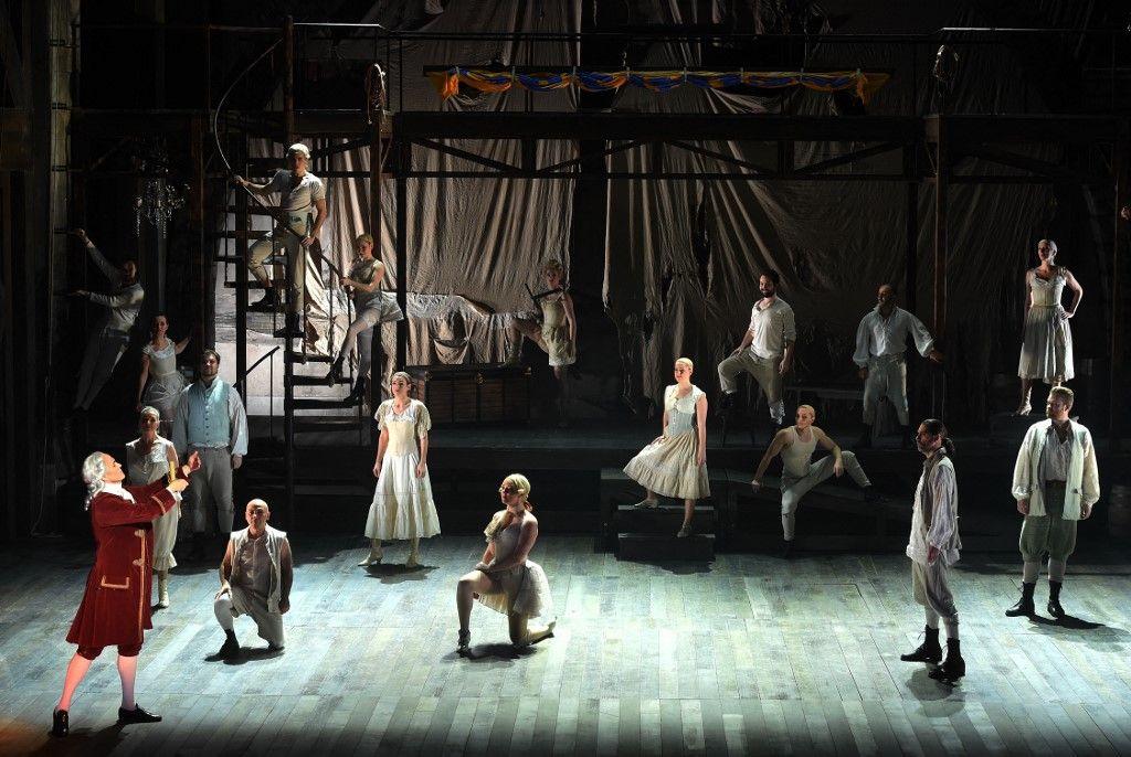 """Des interprètes participe à une répétition de l'opéra """"Candide"""" de Leonard Bernstein le 18 décembre 2016 sur la scène du Capitole à Toulouse."""