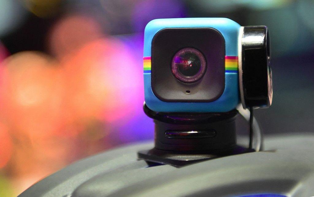Le Polaroid Cube, une caméra vidéo d'action Wi-Fi HD lifestyle est présenté au Consumer Electronic Show (CES) 2017 à Las Vegas.