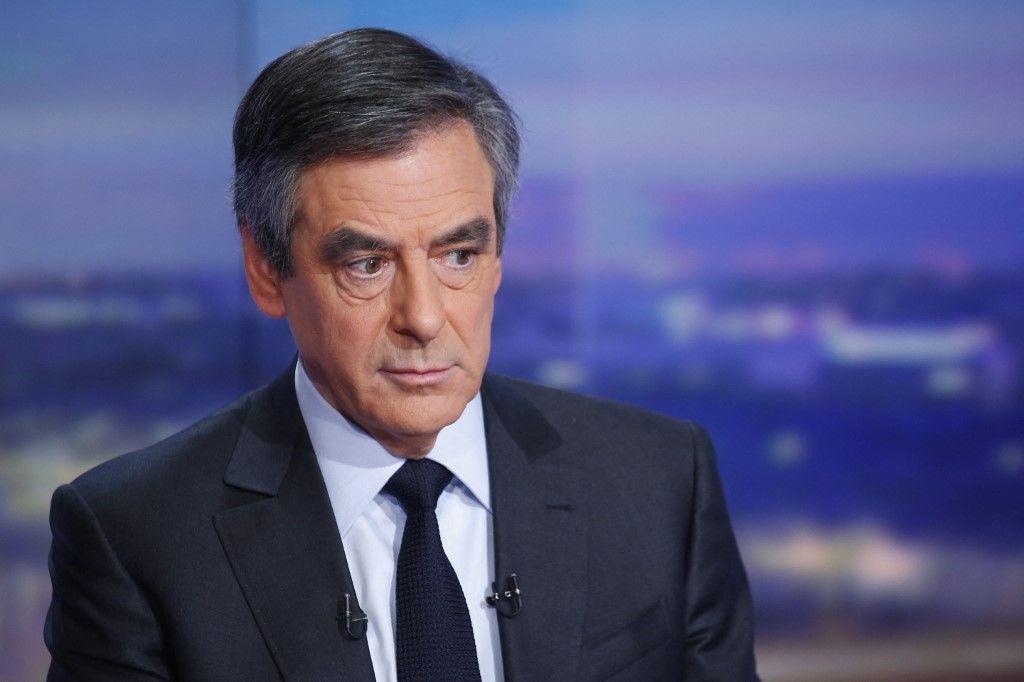 L'ancien Premier ministre et l'ex-candidat à l'élection présidentielle, François Fillon, avant une interview sur TF1, le 26 janvier 2017.