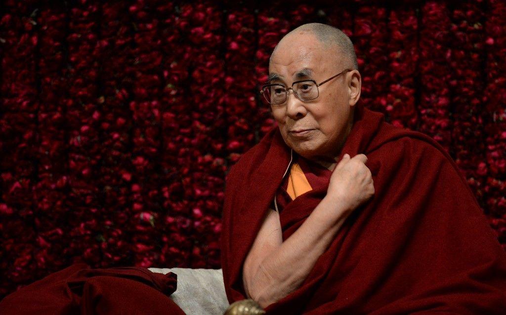 Le chef spirituel tibétain, le Dalaï Lama, avant une conférence publique lors d'une réception à New Delhi, le 5 février 2017.
