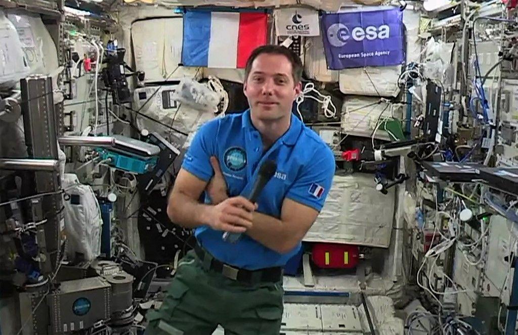 L'astronaute français Thomas Pesquet donne une interview à l'AFP en mai 2017, à bord de la Station spatiale internationale.