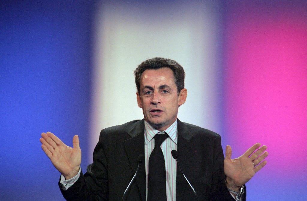 Le candidat de droite à l'élection présidentielle et ministre de l'Intérieur Nicolas Sarkozy prononce un discours lors d'une réunion, le 24 janvier 2007 à Paris.