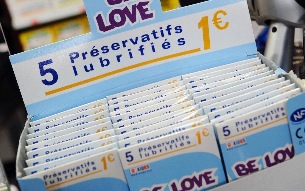 Photo prise le 01 juillet 2008 de préservatifs dans une pharmacie à Paris.