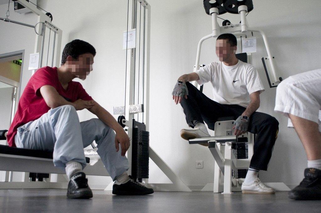 Des mineurs délinquants discutent dans un Centre éducatif fermé à Mulhouse.