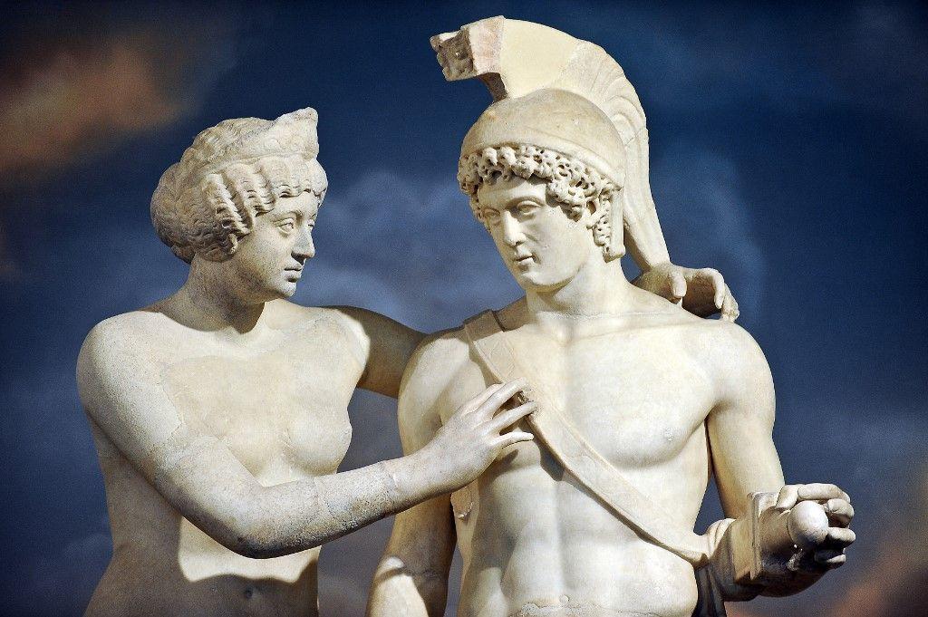 Une statue romaine de Vénus et Mars est exposée au bureau du Premier ministre Silvio Berlusconi le 18 novembre 2010 après avoir été restaurée.