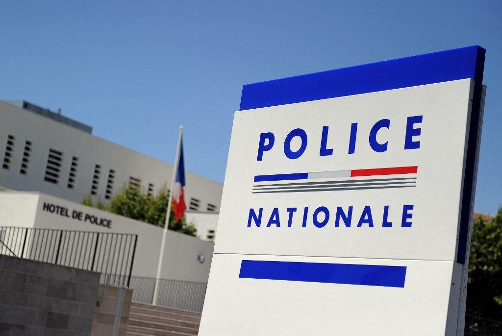 Une photographie prise le 28 juin 2011 de l'entrée du commissariat d'Avignon.