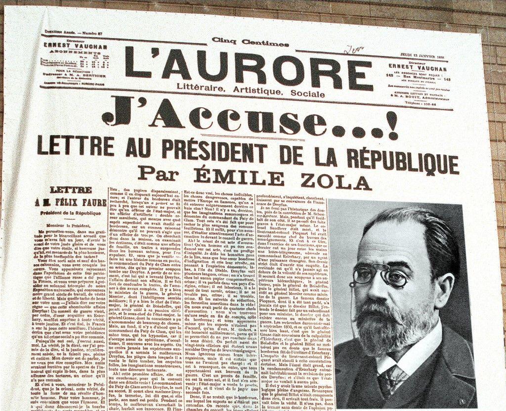 """Une reproducton de la Une de l'Aurore du 13 janvier 1898, publiée sous le titre """"J'accuse"""", avec la vibrante défense du capitaine Alfred Dreyfus par Emile Zola."""