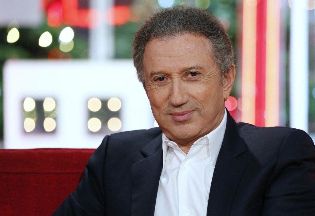 Michel Drucker fera officiellement son retour à la télévision le dimanche 28 mars prochain sur France 2 pour un nouveau numéro de « Vivement dimanche ».