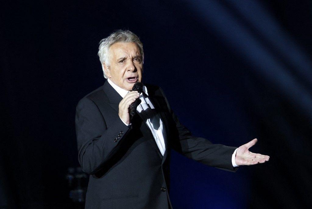 Le chanteur était cas contact de Roselyne Bachelot, la ministre de la Culture, hospitalisée depuis quelques jours. Michel Sardou a été testé négatif, selon des informations du Parisien.