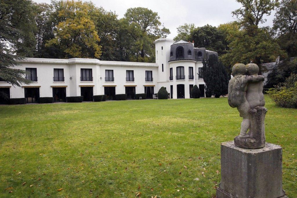 """""""La Louque"""", la maison et ses jardins du chanteur français Maurice Chevalier à Marnes-la-Coquette."""