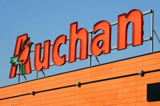 Auchan a vendu en Pologne des sacoches avec une croix gammée