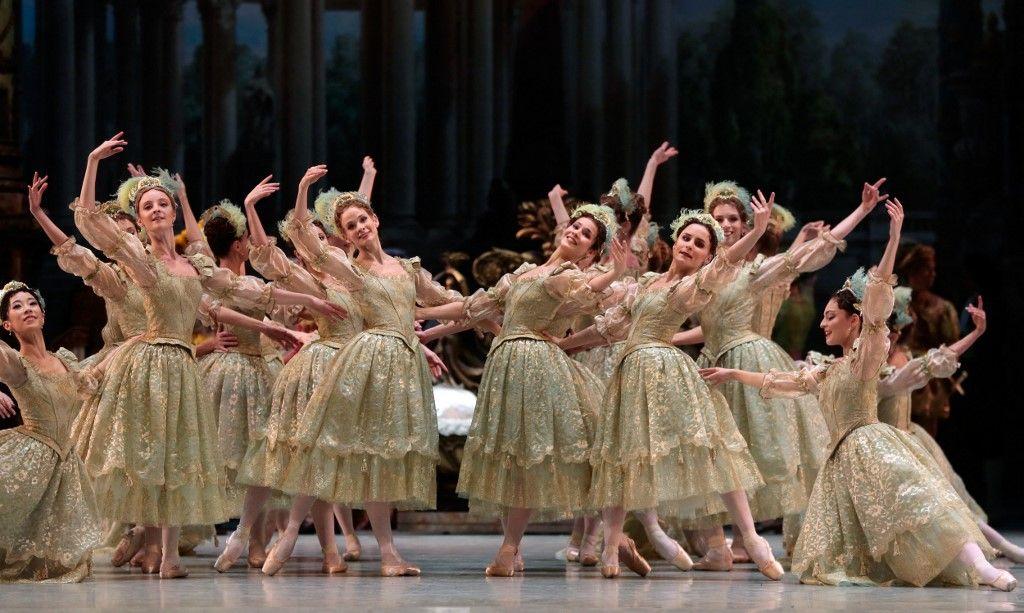 Des danseurs se produisent lors de la répétition générale du ballet ''La Belle au Bois Dormant'' le 2 décembre 2013 à l'Opéra Bastille à Paris.