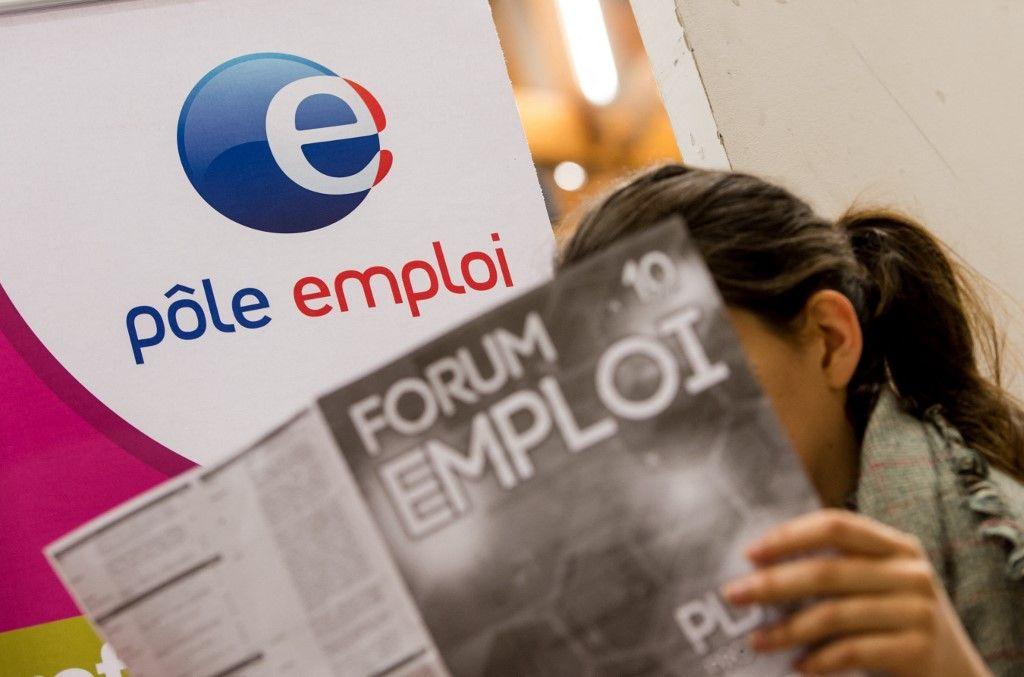 Une jeune femme participe, le 30 septembre 2014, à un colloque sur l'emploi à Villeneuve-d'Ascq.
