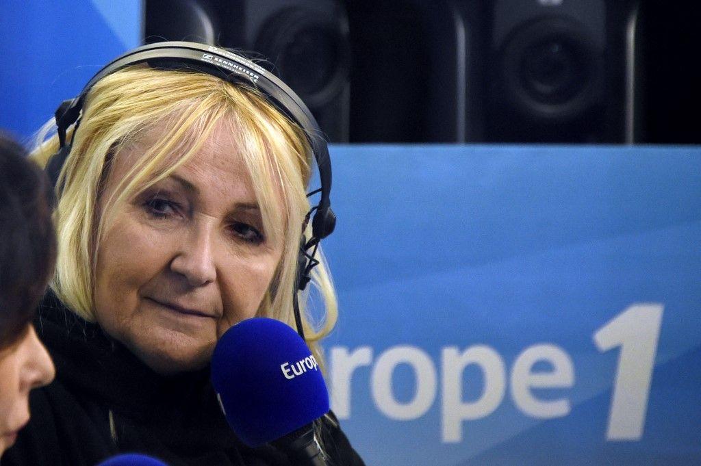 Une photo de Julie Leclerc, le 19 mars 2015, dans un studio de la radio Europe1, à Paris, lors d'une émission.