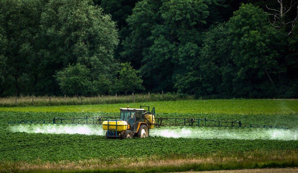 Pesticides : le gouvernement résiste sur les principes et lâche sur les symboles