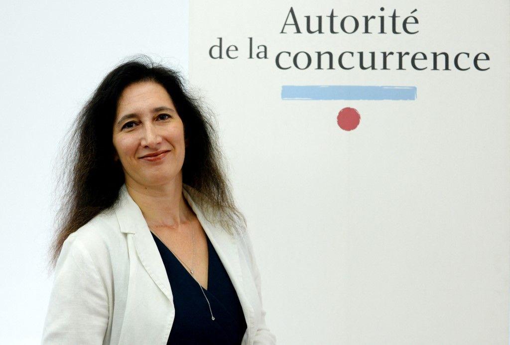 La présidente de l'Autorité de la concurrence, Isabelle de Silva, pose avant une conférence de presse présentant le rapport annuel 2016 de l'Autorité de la concurrence, le 3 juillet 2017.