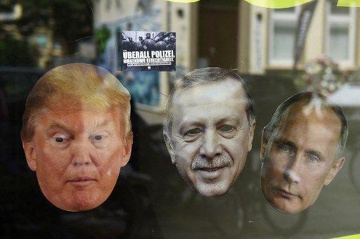 Des masques de Donald Trump, Recep Tayyip Erdogan et Vladimir Poutine, dans une boutique en Allemagne.