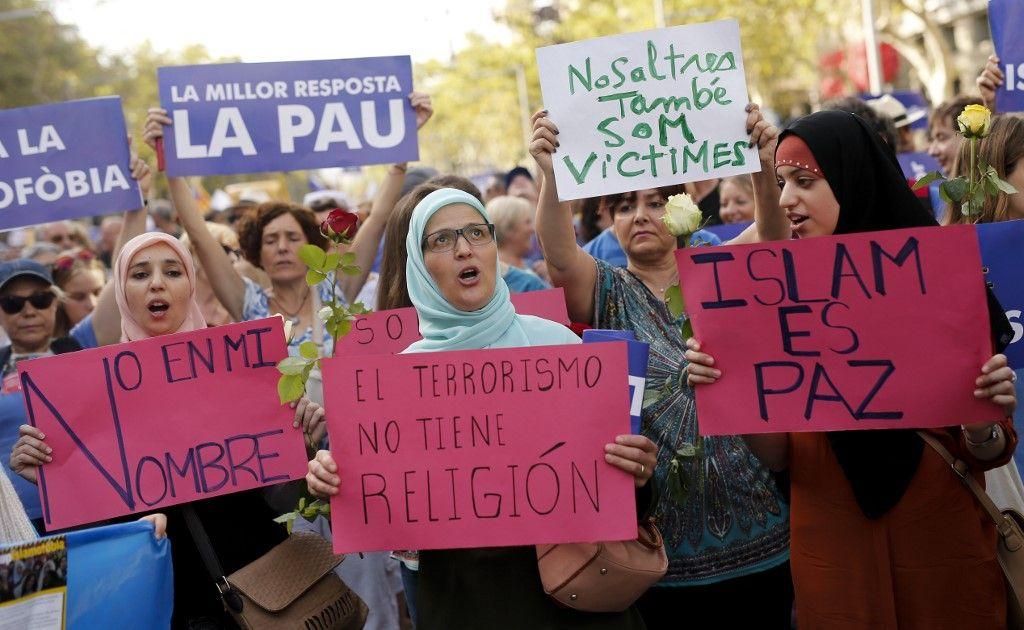 """""""Pas en mon nom"""" : ces raisons pour lesquelles les musulmans français sont plus timides que d'autres dans leur condamnation du terrorisme islamiste"""