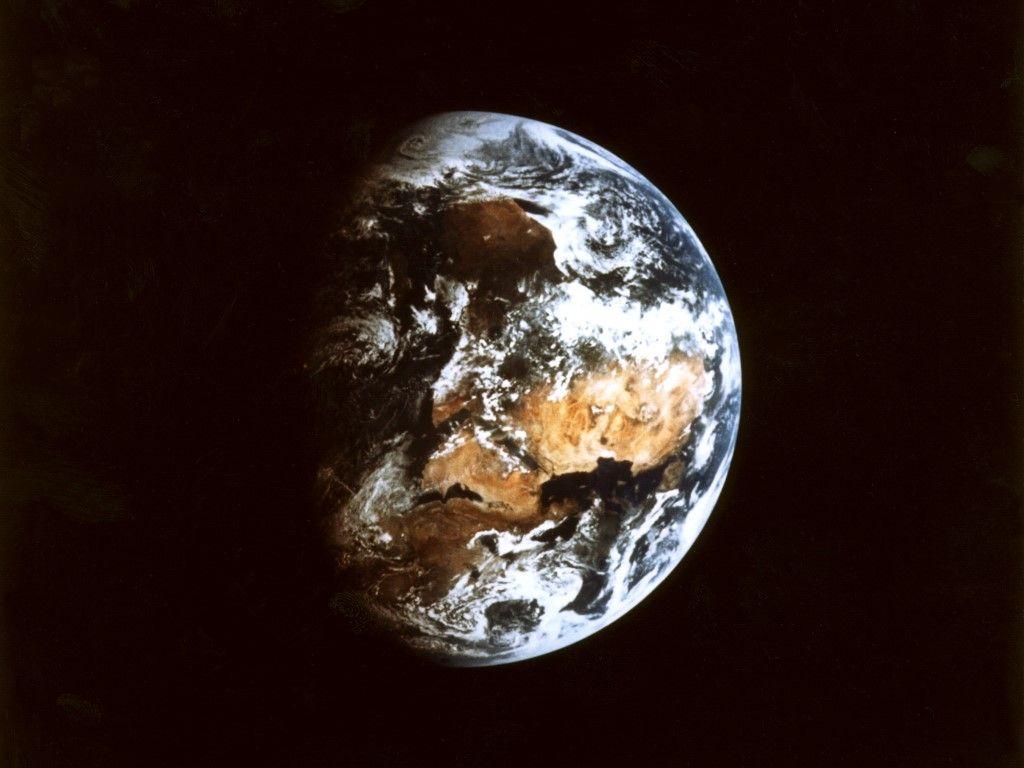 Comment la Terre a-t-elle pu perdre 60 % de son atmosphère ? ; La vie pourrait-elle exister dans les lacs sous la surface de Mars ?