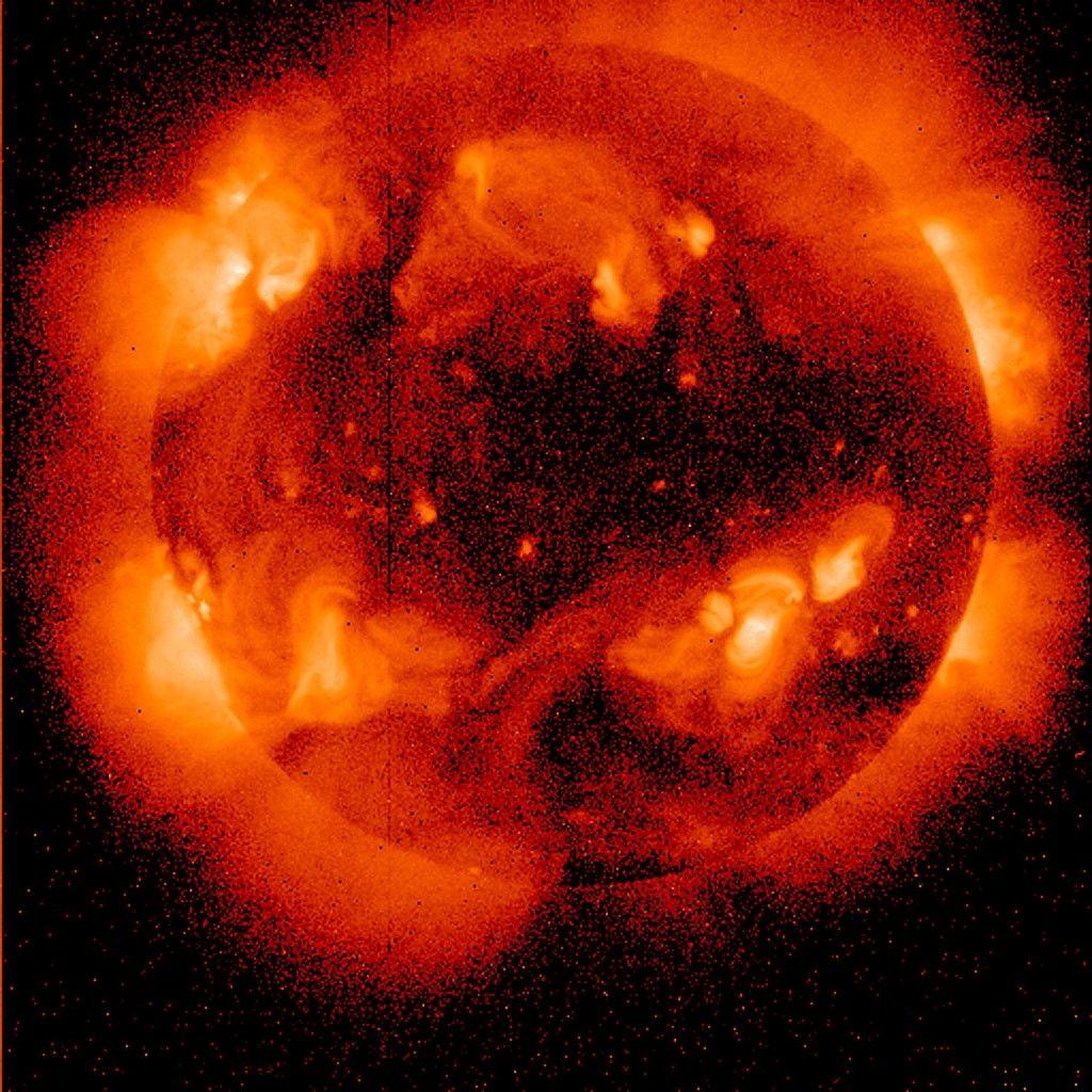 Samedi dernier est apparu sur le soleil une petite éruption solaire issue d'une zone faisant face à notre planète.
