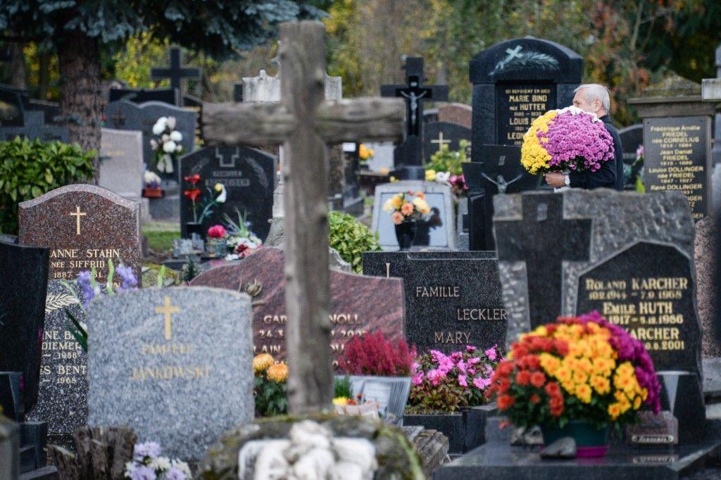 Jour des morts : 49% des Français croient que l'être humain disparaît totalement après la mort