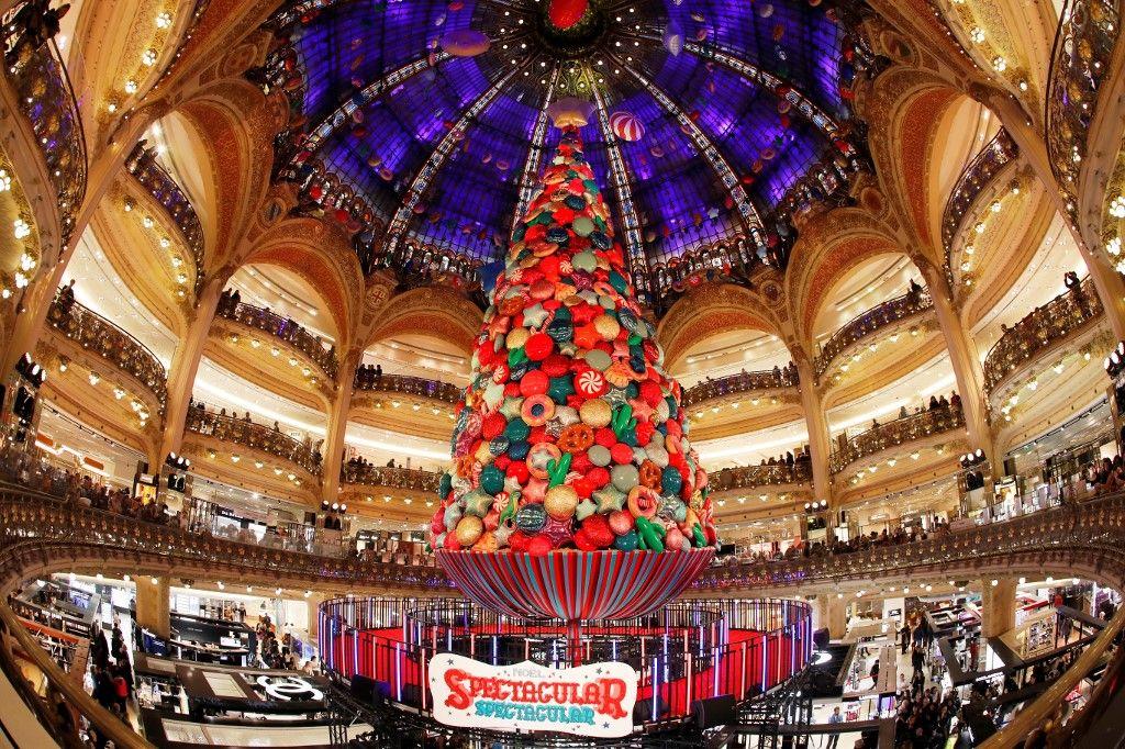 Les Français vont dépenser 20 milliards pour Noël mais le risque d'un reconfinement total plombe les projets pour le 31 décembre, sauf si on a beaucoup d'imagination.