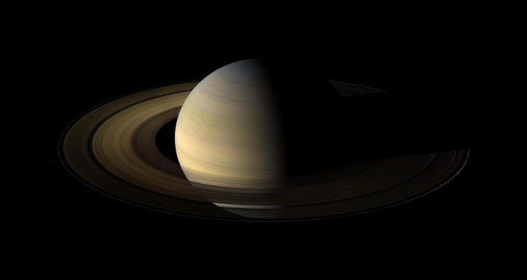 Les anneaux de Saturne sont en train de disparaître ! ; Farout, l'objet le plus lointain jamais observé dans le Système solaire