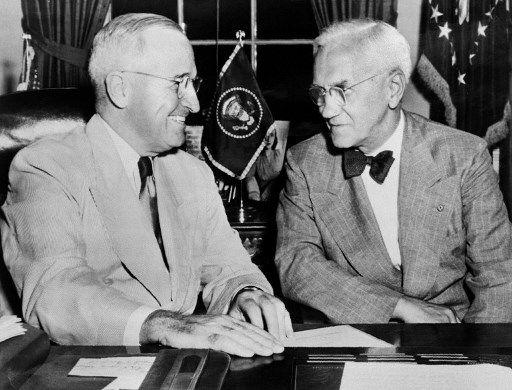 """Alexander Fleming: """"J'ai découvert les antibiotiques par hasard, mais contrairement à la rumeur, je n'ai jamais sauvé Winston Churchill de la mort"""""""