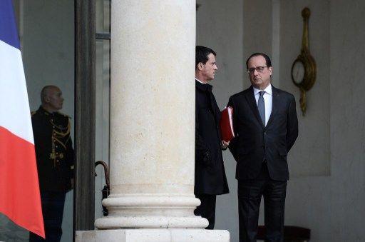 """Manuel Valls endosse également les habits du """"protecteur"""", rôle dévolu au chef de l'Etat et que revendique François Hollande."""