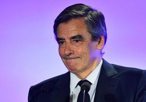 """Prêt non déclaré : François Fillon fustige """"une opération de déstabilisation politique"""" du Canard enchaîné"""