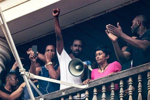 """Crise en Guyane : les ministres promettent """"un milliard d'euros"""""""