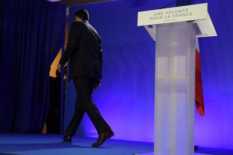"""François Fillon critique """"l'autoritarisme insupportable"""" et la """"gesticulation médiatique"""" de Macron"""
