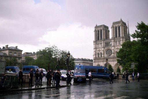 Attaque à Notre-Dame-de-Paris : l'assaillant mis en examen et écroué