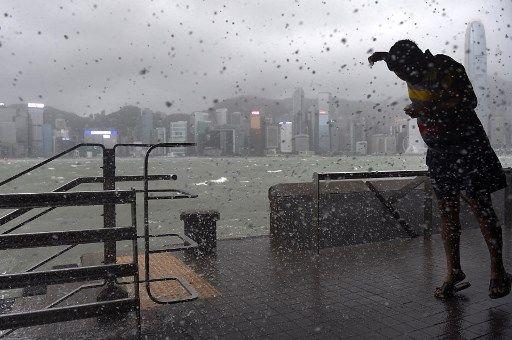 Les impressionnantes images du typhon qui a déferlé sur Hong Kong