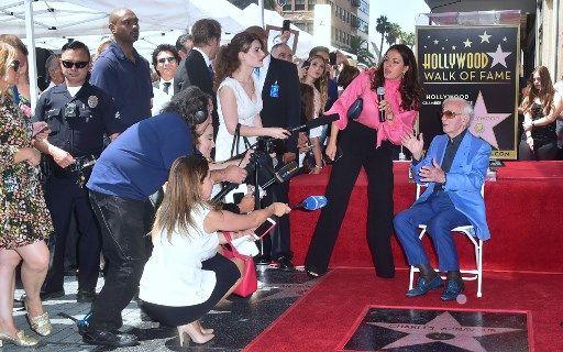 Charles Aznavour obtient son étoile sur Hollywood Boulevard