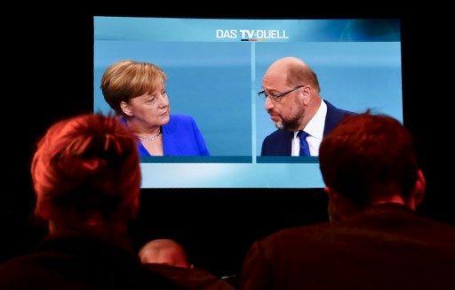 Entre divergences politiques minimales et ambiance de coin du feu : comment Angela Merkel a dominé de bout en bout son débat face à Martin Schulz