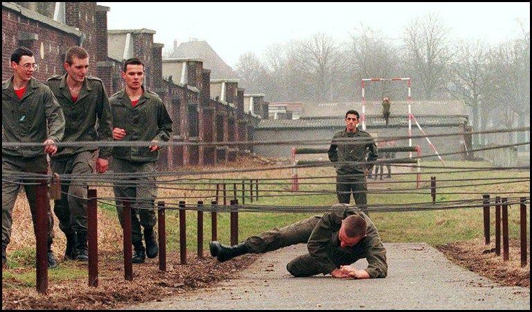 Le service militaire est de retour, mais c'est avec la bénédiction des planqués...